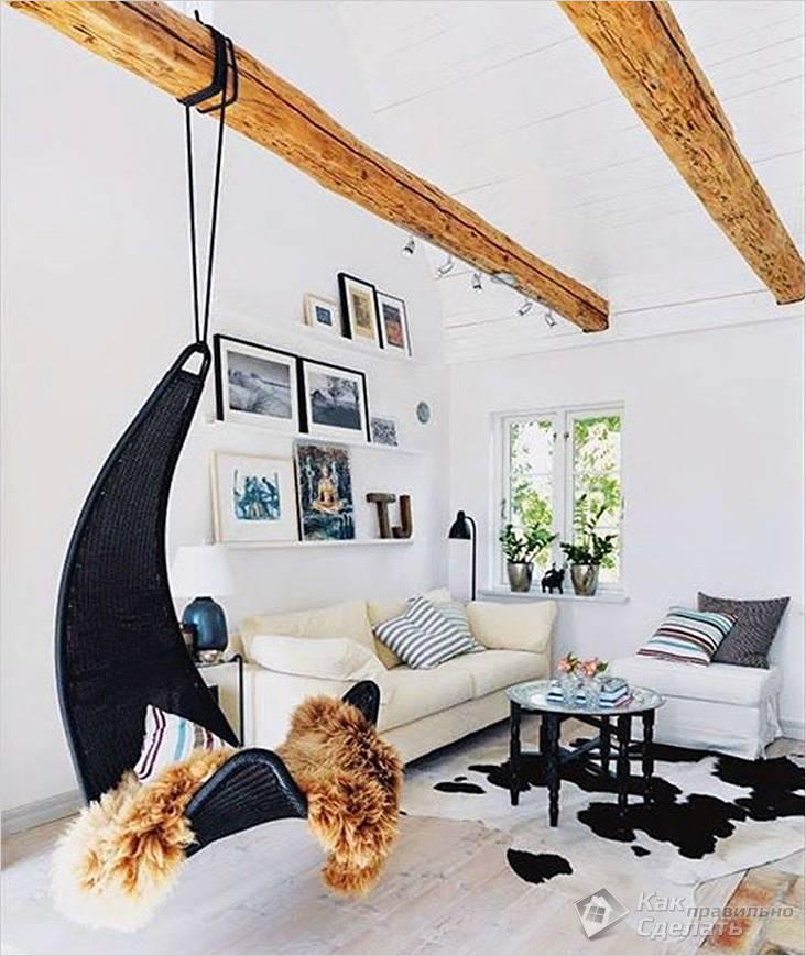 К балке подвешено воздушное кресло