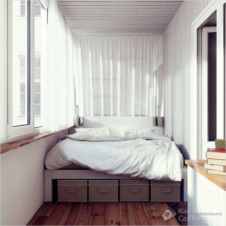 Большая кровать на лоджии