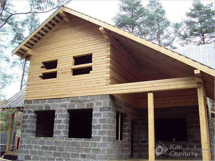 Комбинированный дом из арболита с верандой