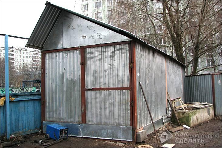 Маленький гараж из профнастила