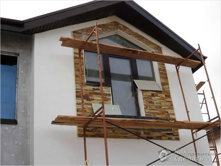Отделка камнем балконной зоны