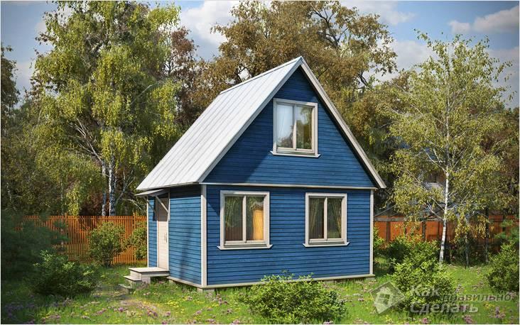Дачный домик, окрашенный в синий