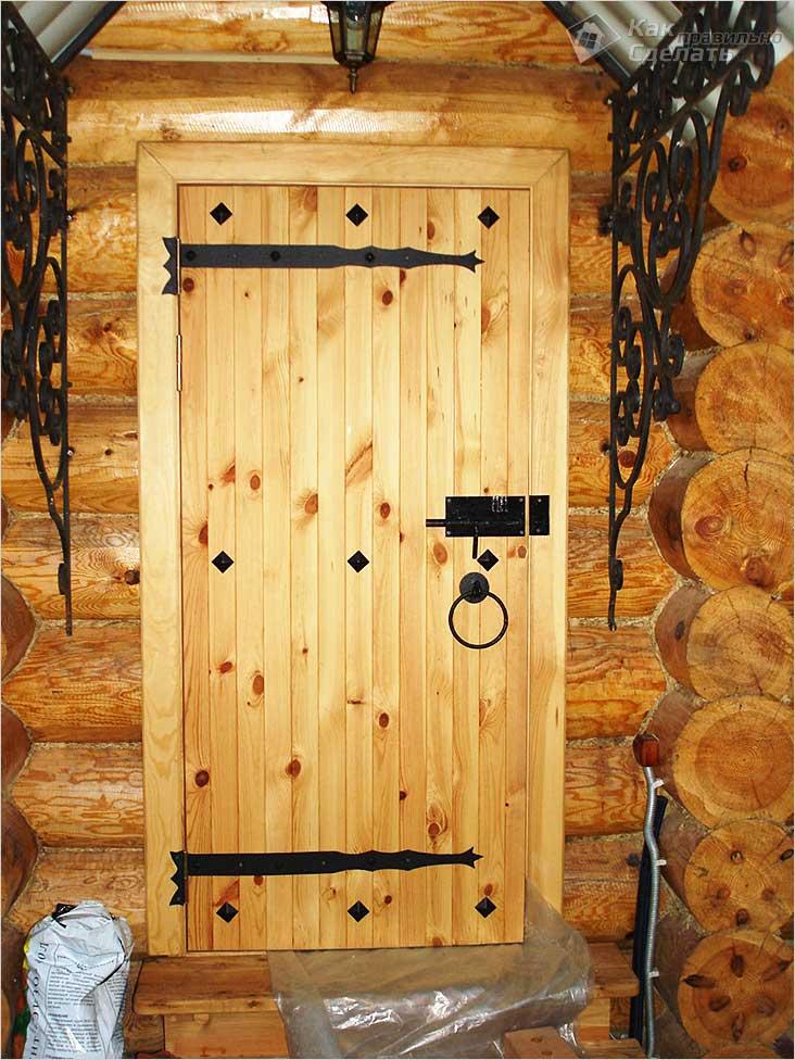 Дверь с улицы в баню