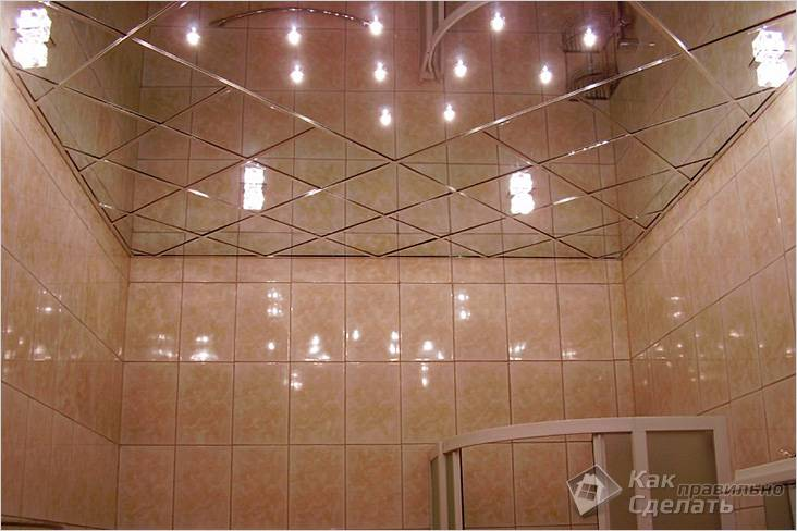 Ванная комната с зеркальным потолком