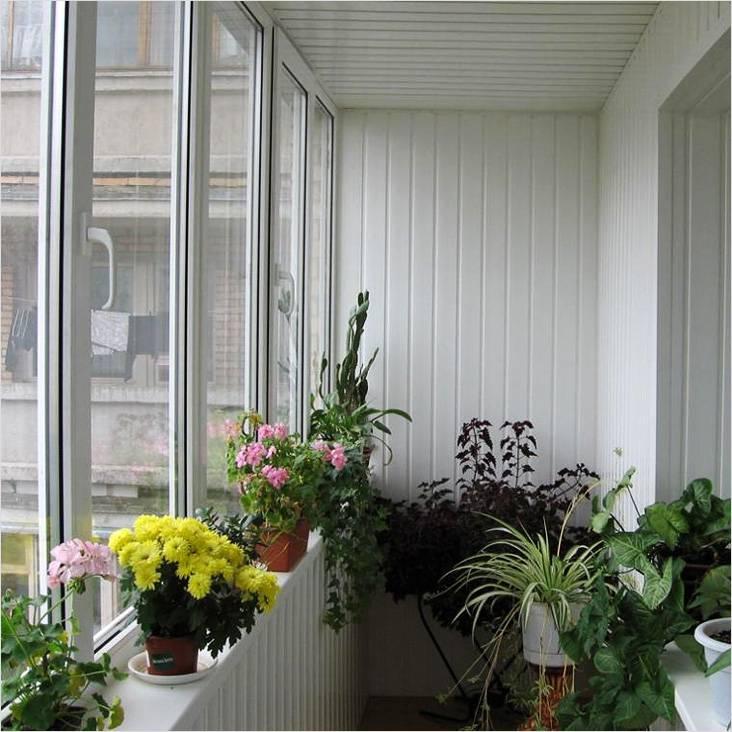 Вот такой цветник можно разбить на балконе