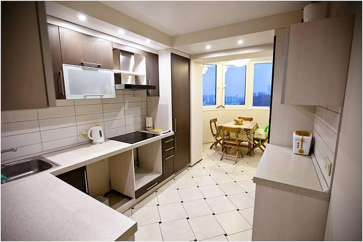 Кухня будет просторнее, если обеденный стол перенести на балкон