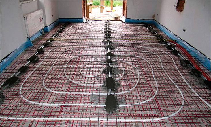 Два контура водяного теплого пола в частном доме. Все готово для заливки стяжки