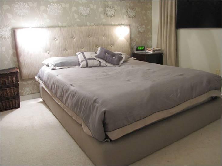 Кровать проще сделать без спинки — ее можно закрепить на стене