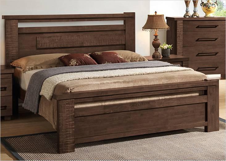 Некоторые элементы кровати искусственно состарены