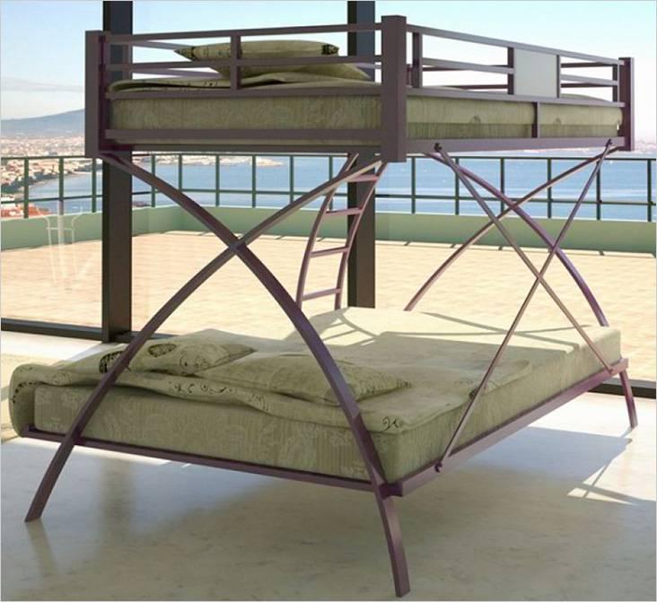 Необычный дизайн двуспальной кровати