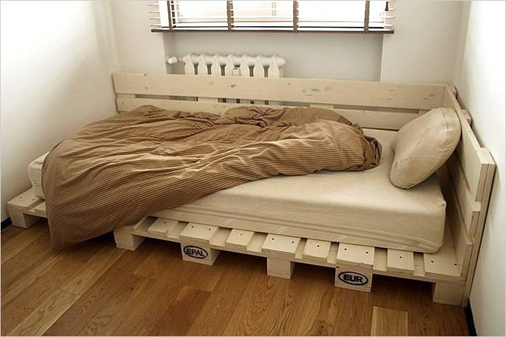 Односпальная кровать из поддонов