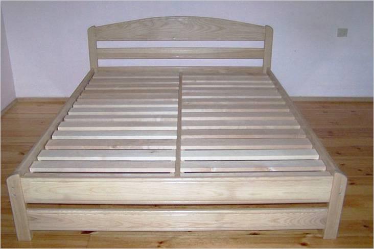 Так выглядит деревянная кровать без матраса