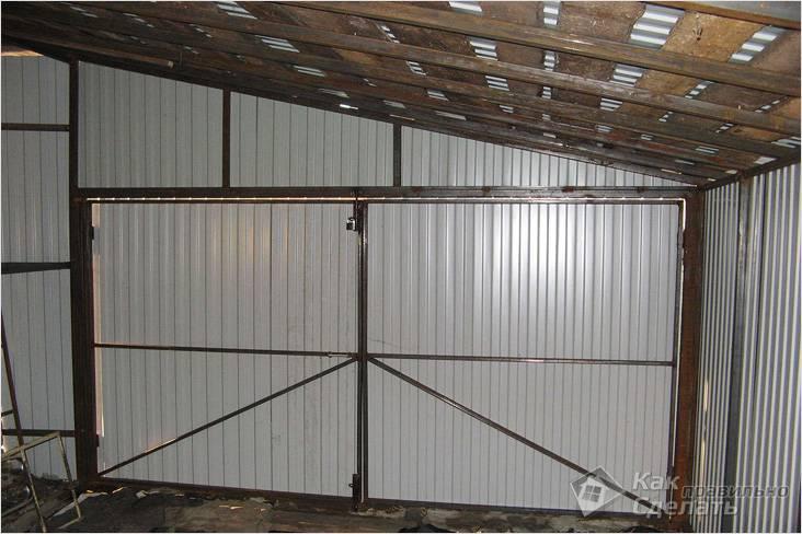 Крыша металлического гаража