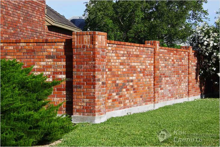 Забор из облицовочного кирпича