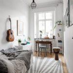 Отделка-стен-декоративной-штукатуркой-в-интерьере-комнаты-подростка_новый размер