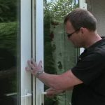 kak-otregulirovat-plastikovuyu-balkonnuyu-dver-na-balkone-regulirovka-samostoyatelnoe-video-samomu-postroit-dom_новый размер