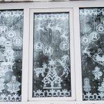 ukrasheniya-na-okna-iz-bumagi-svoimi-rukami-030
