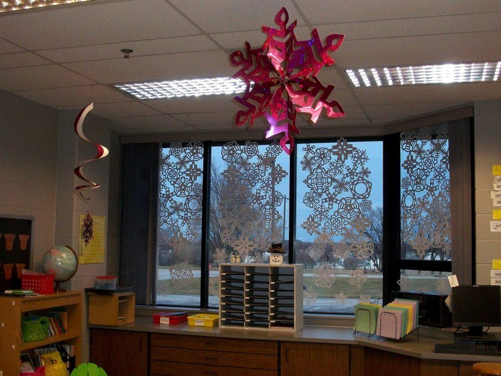 как украсить офис на новый год
