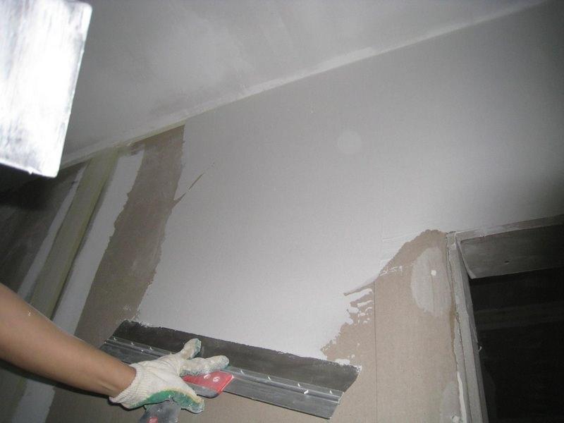 Как быстро подготовить стены к поклейке обоев